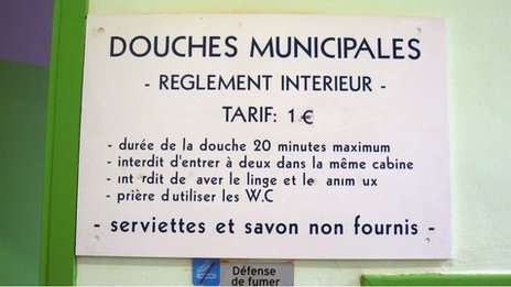 Entry free sign at the 'Douche Publiques'