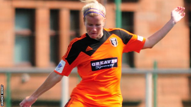 Julie Nelson is staying with Glasgow City