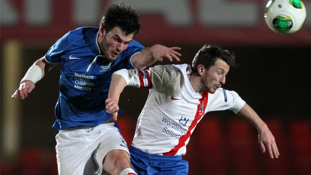 Match action from Linfield against Ards in the Irish Premiership