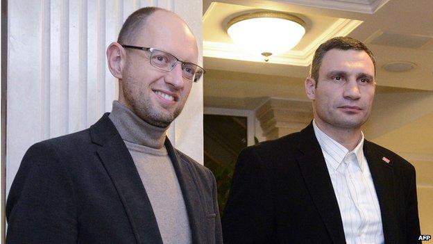 Arseniy Yatsenyuk (L) and head of the UDAR party Vitali Klitschko in Kiev (10 Dec 2013)