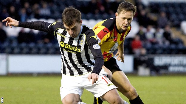 St Mirren's Paul McGowan (left) battles with Partick Thistle James Craigen