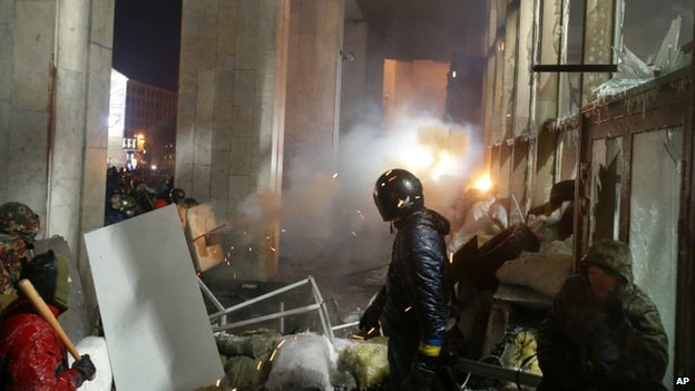 Protesters attack a government building in central Kiev, Ukraine, 26 January