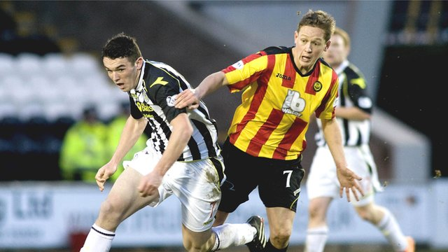 St Mirren's John McGinn tussles with Thistle's James Craigen