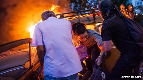 Family escape from burning car during protests in Sao Paolo, Brazil