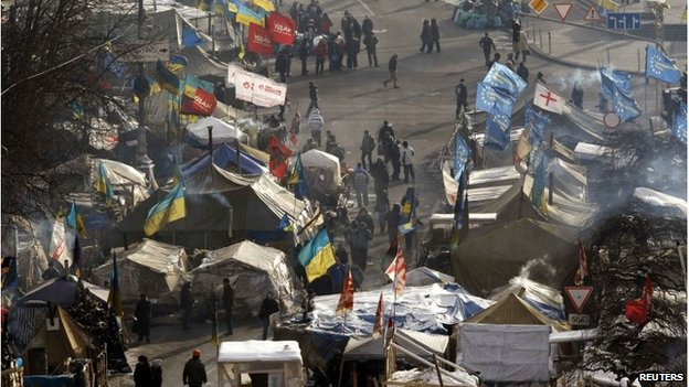 Anti-government protesters in Independence Square, Kiev (27 Jan 2014)