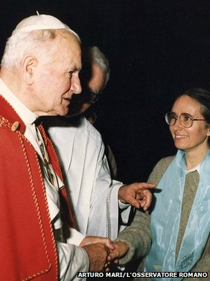 Prof Jacalyn Duffin shaking hands with Pope John Paul II