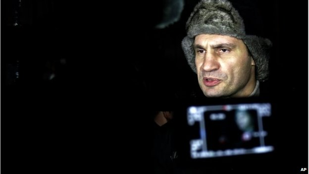 Vitali Klitschko addresses the media in front of the Justice Ministry in Kiev, January 27
