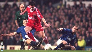 Robbie Fowler goes past the Everton defence