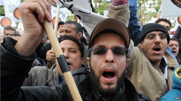 Religious extremists protest against the constitution in Tunis (24 January 2014)