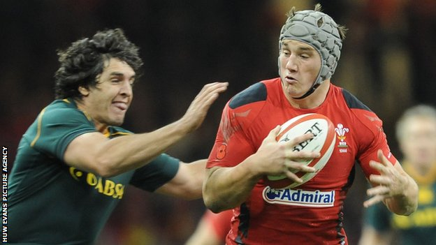 Jonathan Davies in action for Wales against South Africa