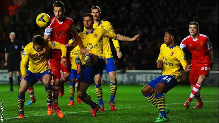 Southampton take on Arsenal