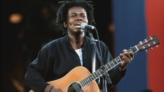 Tracy Chapman performing at the Mandela Concert in 1988