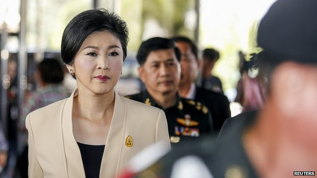 PM Yingluck Shinawatra arrives at the Army Club before a cabinet meeting in Bangkok on 28 January 2014
