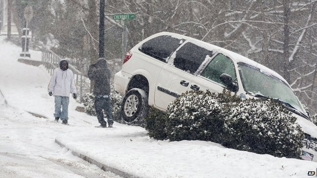 A vehicle ran off the road during a snow storm in Canton, Georgia, on 28 January 2014