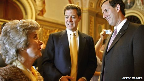 Joni Eareckson Tada withUs senators Sam Brownback and Rick Santorum in 2006
