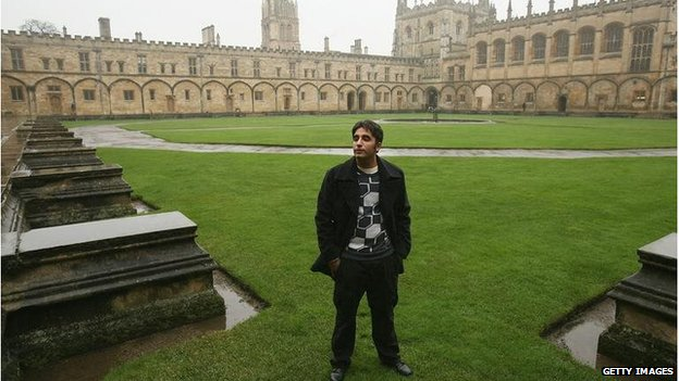 "Pakistani People""s Party Chairman Bilawal Bhutto Zardari poses for photographers at Tom Quad of Christ Church College of the University of Oxford on 11 January 2008"