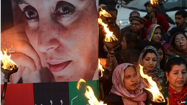 Supporters of former Prime Minister Benazir Bhutto gather on the sixth anniversary of her assassination, at a rally in Lahore on 27 December 2013