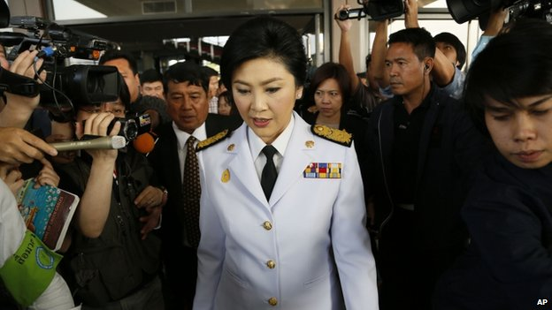 Thailand's Prime Minister Yingluck Shinawatra leaves a meeting with election commissioners at the Army Club, 28 January 2014, in Bangkok, Thailand