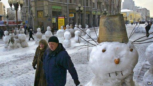 Snowmen on Moscow street