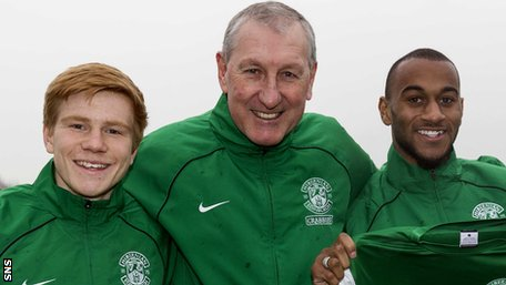 Hibernian manager Terry Butcher with loan signings Duncan Watmore and Danny Haynes.