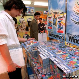 Shopper looks at a copy of Windows 98