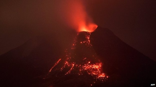 Long-exposure photograph taken on January 27, 2014 from Karo district of Mount Sinabung volcano during an eruption