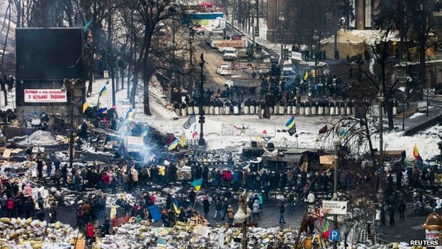 A general view shows anti-government protesters on barricades facing a cordon of riot police at Hrushevsky Street in Kiev