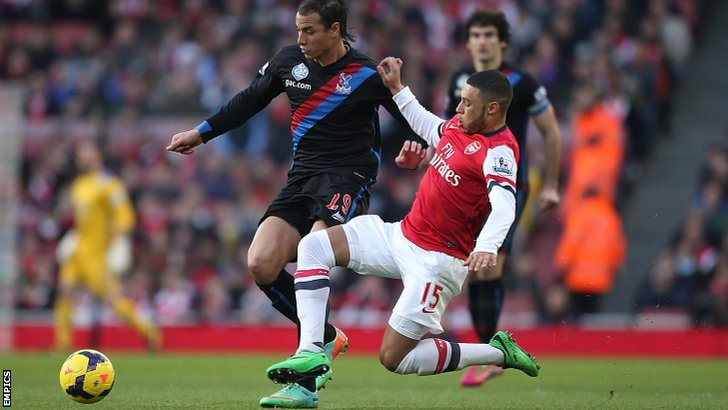 Crystal Palace's Marouane Chamakh (left) and Arsenal's Alex Oxlade-Chamberlain