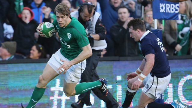 Andrew Trimble scores Ireland's opening try