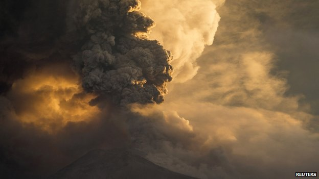 The Tungurahua volcano erupts in Banos on 1 February, 2014