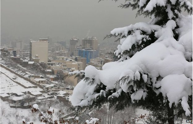 Snow in Tehran, Iran (3 Feb 2014)