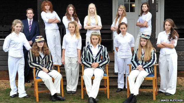 Ipswich School girls recreate cricket pose