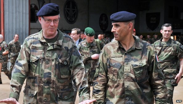 French Army Chief of Staff Admiral Edouard Guillaud (left) walks with the commander of the Sangaris operation, General Francisco Soriano (right) on 3 February 2014 at the Mpoko camp in Bangui