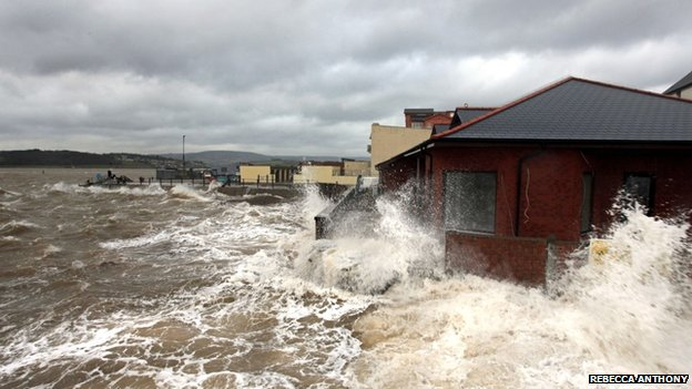 Exmouth seafront waves. Pic: Rebecca Anthony