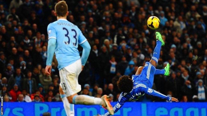Willian tries an overhead kick