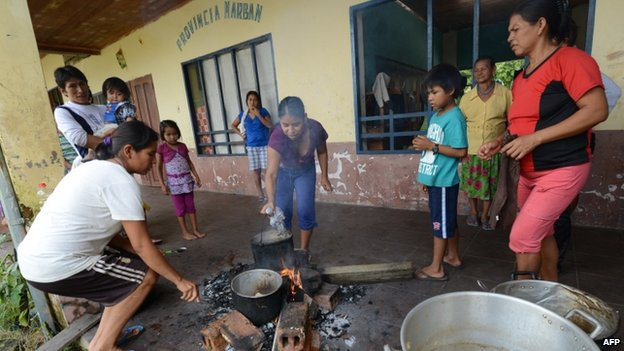 Residents of Puerto Yumani cook at a refuge in Rurrenabaque, Bolivia, on 3 February, 2014