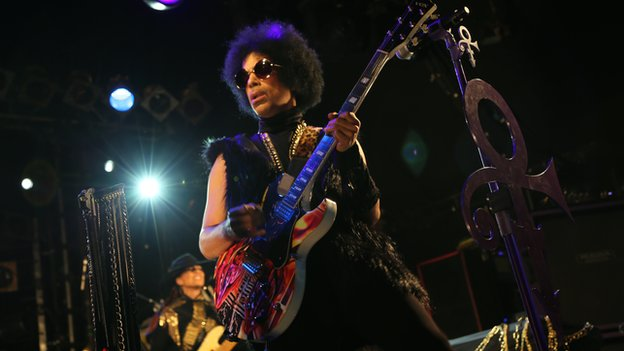 Prince performing with 3rd Eye Girl