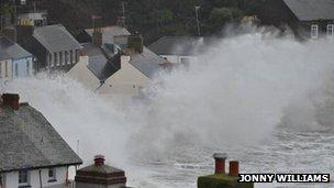 Huge waves at Kingsand