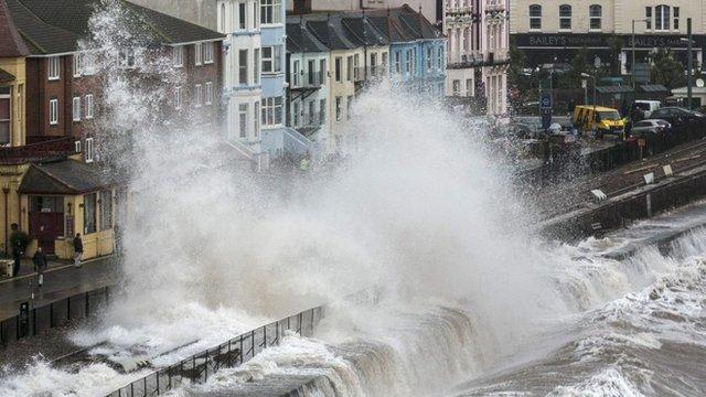 Wave hitting Dawlish