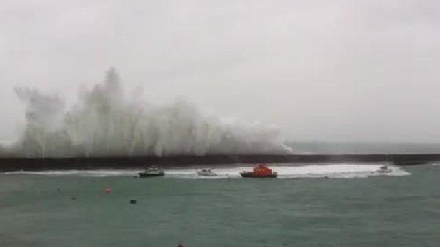 Huge waves in Alderney