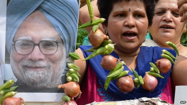 "Women""s Welfare Organisation activists are pictured with an effigy of Indian Prime Minister Manmohan Singh, seen garlanded with vegetables including onions, during a demonstration in Amritsar on August 22, 2013."