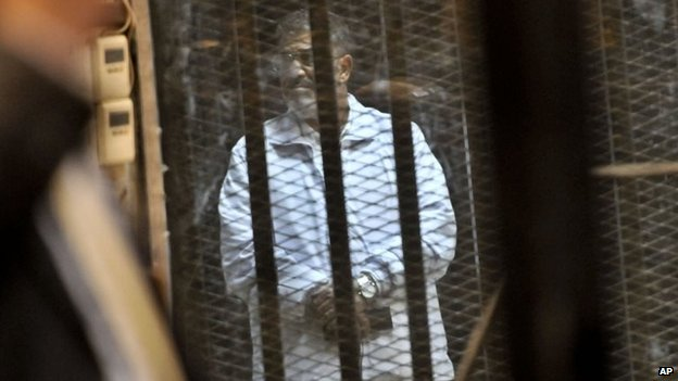 Ousted Egyptian President Mohammed Morsi in court in Cairo (28 January 2014)