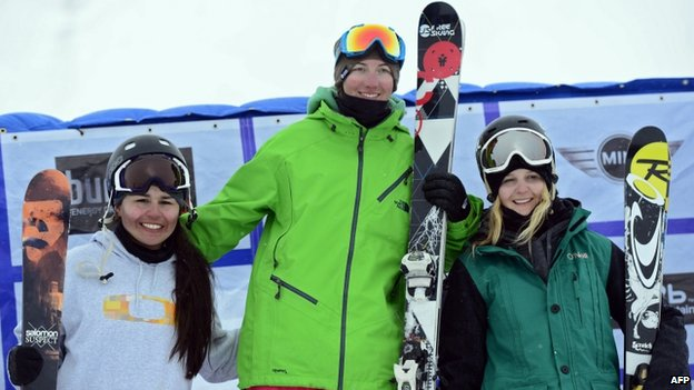 US Alexi Micinski (centre), US Julia Marino (left) and New Zealand's Anna Willcox-Silfverberg (eight) pose on the podium of the Ladies' Slopestyle race at the Snowboard and Freestyle World Cup Super finals at Sierra Nevada ski resort near Granada on 22 March, 2013