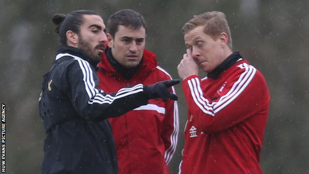 Chico Flores talking to Swansea manager Garry Monk