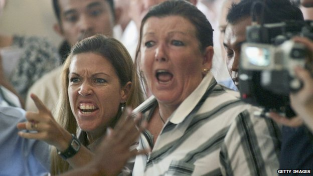 Schapelle Corby's mother, Roseleigh Rose (C), and sister Mercedes Corby shout as her daughter is sentenced to 20 years in jail in Bali on 27 May 2005