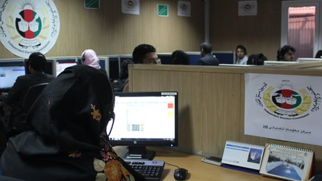 Call centre staff guide voters through the 2014 elections