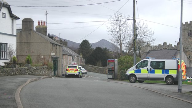 Police vehicles in Clynnogfawr