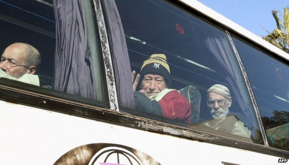Elderly people being evacuated from Homs (7 February 2014)