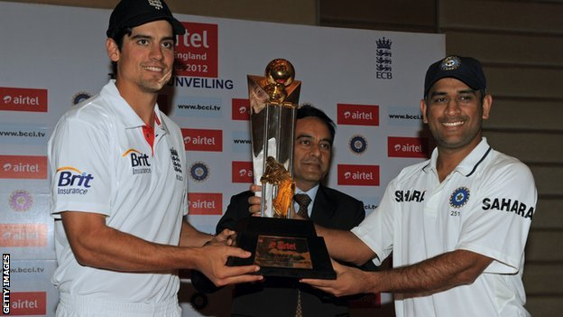 England captain Alastair Cook (L) and his India counterpart D S Dhoni with the Champions Trophy