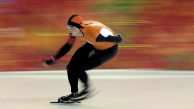 Dutchman Sven Kramer successfully defends his Olympic 5000m speed skating title